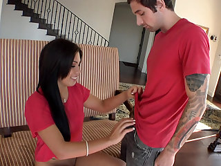 Lustful Latina deepthroating