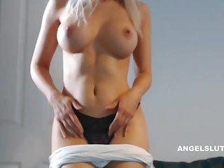 Horny Kermis Milf Makes Her Pussy Soaking