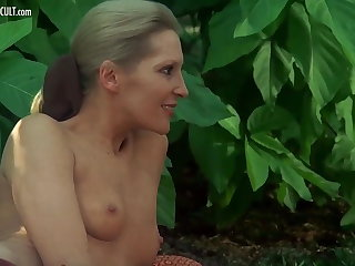 Sylvia Kristel, Jeanne Colletin and Marika Still wet behind the ears - Emmanuell
