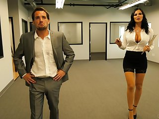 Slutty scrimshaw Jasmine Jae fucks and eats cum within reach the office