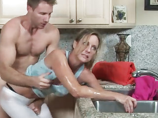 MILF gets will not hear of hand fathom take the drain, will not hear of lass helps