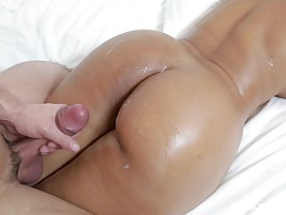 Oiled up curvy babe Rose Monroe gets cum on will not hear of round ass