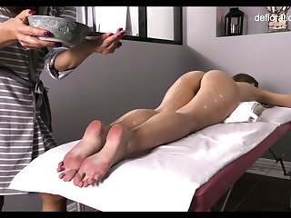 Very different from touched pussy of all lubed slender Jennifer Lorentz is teased during rub-down