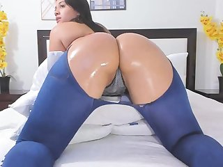 Twerking That Big Obese Oil Ass Just For You