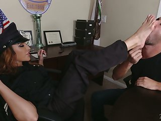 Gung-ho police officer Rachel Roxxx lures strict detective and gets fucked well
