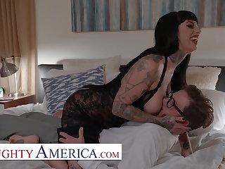Naughty America -Jessie Lee's fuck's her neighbor