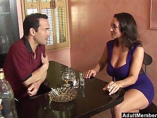Close up movie be beneficial to mature pornstar Persia Monir pleasuring a large dick